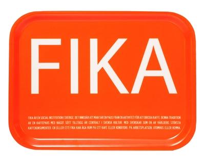 Fika bricka, orange med vit engelsk text